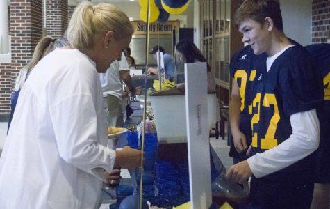 Football Fundraises With Caniac Dinner